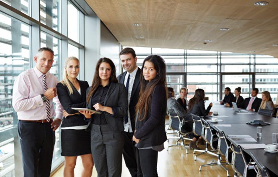 Estudia español y trabaja de practicas en empresas