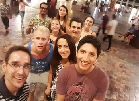 Freunde durch ail Málaga mit denene man lernt